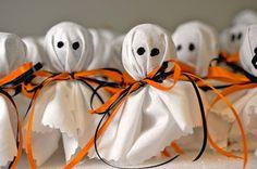 Tootsie pop ghosts. Halloween treats for the kids.